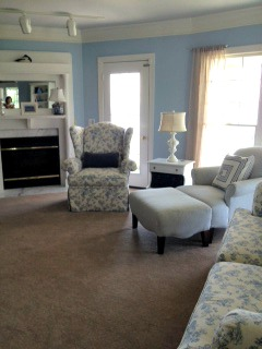 family room in blues and whites