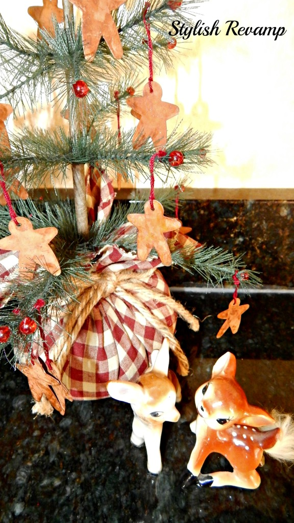 Gingerbread Christmas Tree with Vintage Reindeers