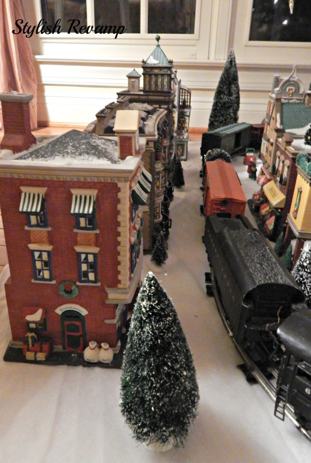 Lionel Train in Christmas in the City Dept 56
