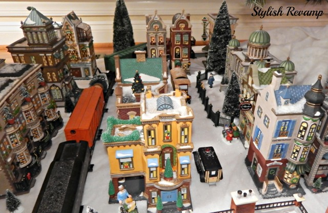 Christmas in the City with Lionel Train Dept 56